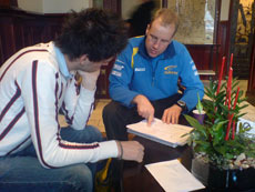 Anders møtte Phil Mills i Sverige